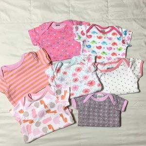 Bundle of 7 onesies size 0-3 months
